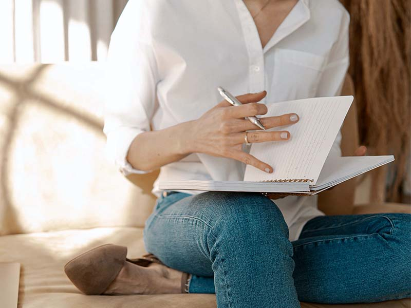 What Are the Benefits of Journaling and How to Start?